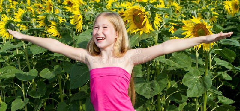 κορίτσι λίγος ηλίανθος στοκ εικόνα με δικαίωμα ελεύθερης χρήσης
