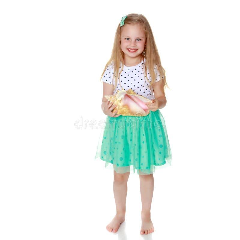 κορίτσι λίγο κοχύλι θάλα&si στοκ φωτογραφία με δικαίωμα ελεύθερης χρήσης