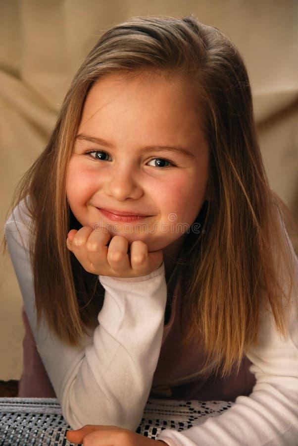 Download κορίτσι λίγο πορτρέτο στοκ εικόνες. εικόνα από χαριτωμένος - 2232168
