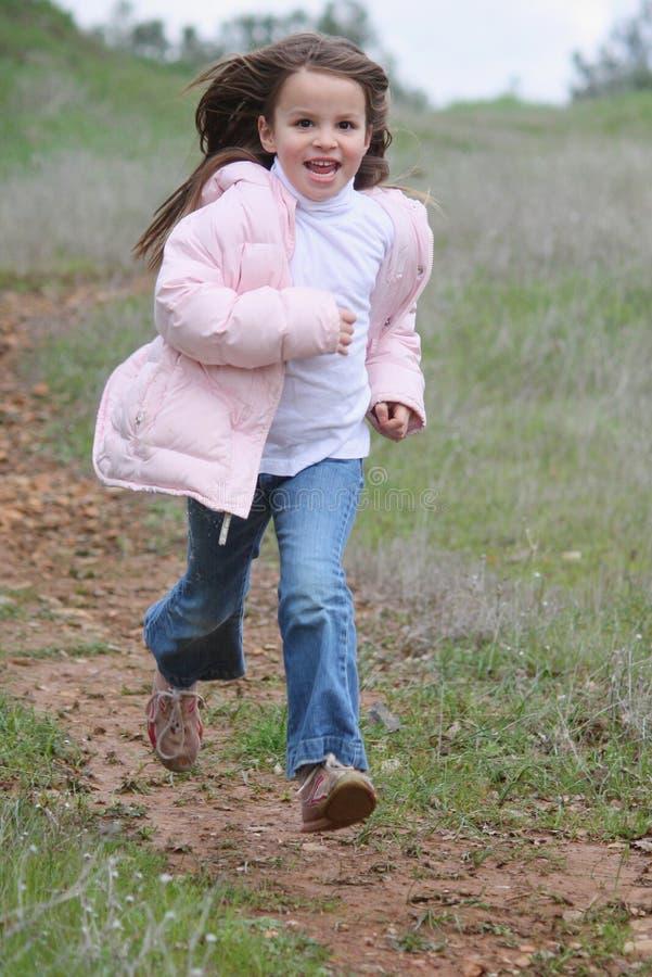 κορίτσι λίγο τρέξιμο στοκ εικόνα