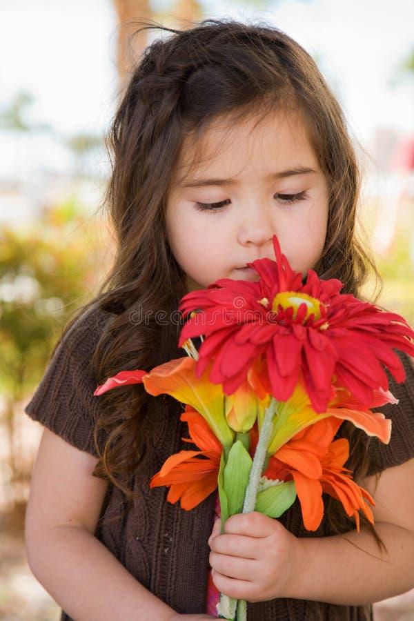 κορίτσι λουλουδιών λίγ&a στοκ εικόνα