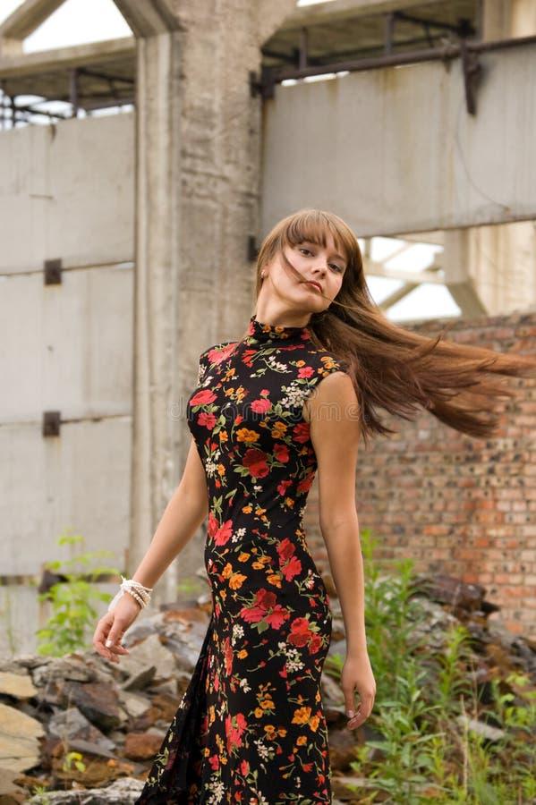 κορίτσι λουλουδιών μόδ&alpha στοκ φωτογραφία με δικαίωμα ελεύθερης χρήσης