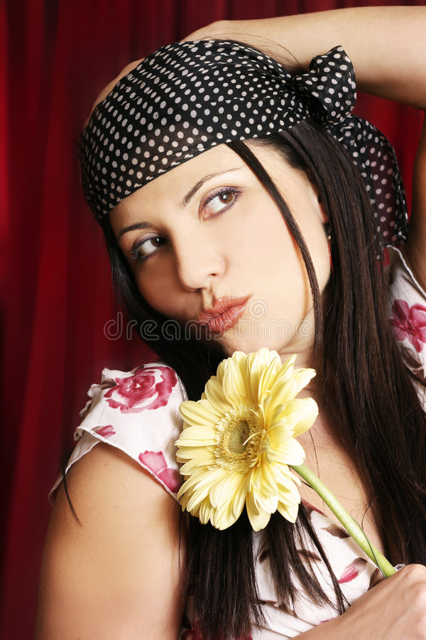 Download κορίτσι λουλουδιών στοκ εικόνα. εικόνα από άνθρωποι, θηλυκό - 63041