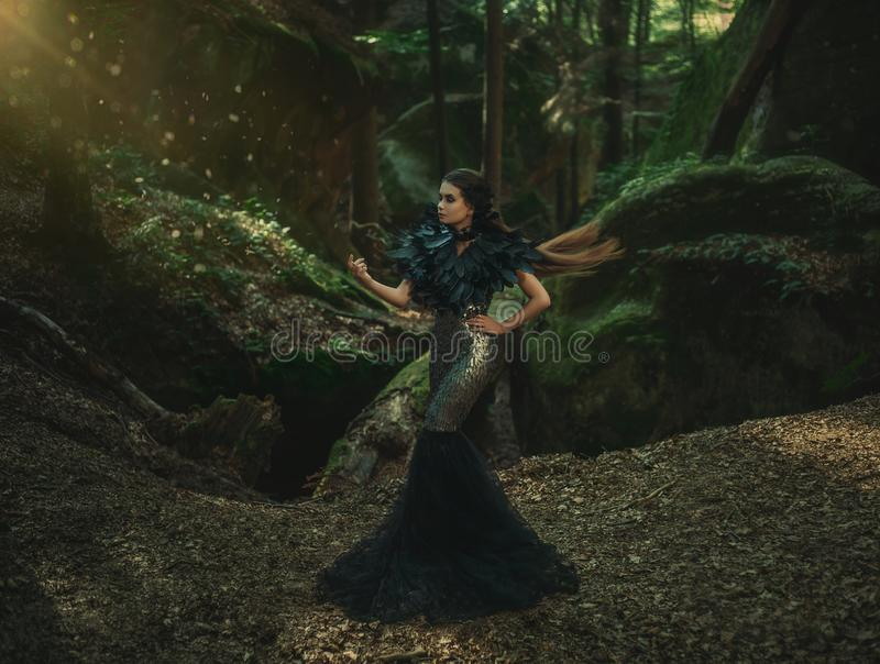 Κορίτσι - μαύρο κοράκι στοκ εικόνα με δικαίωμα ελεύθερης χρήσης