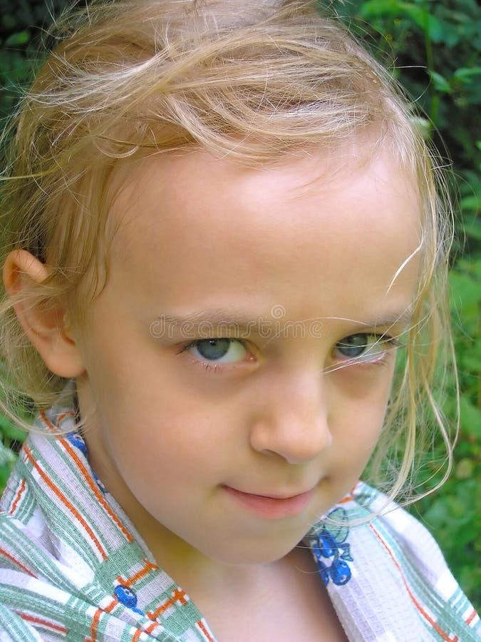 Κορίτσι με ένα εκφραστικό βλέμμα στοκ φωτογραφία
