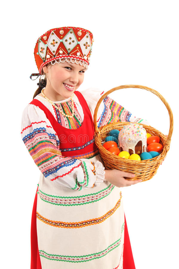 Κορίτσι με τα αυγά Πάσχας και ένα κέικ διακοπών στοκ φωτογραφία με δικαίωμα ελεύθερης χρήσης