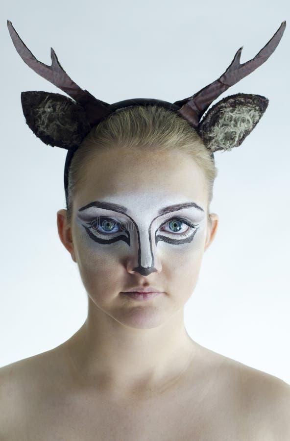 Κορίτσι με τα ελάφια facepaint στοκ φωτογραφίες με δικαίωμα ελεύθερης χρήσης