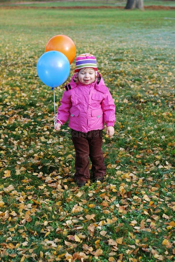 Download Κορίτσι με τα μπαλόνια στοκ εικόνα. εικόνα από ευτυχής - 22782983