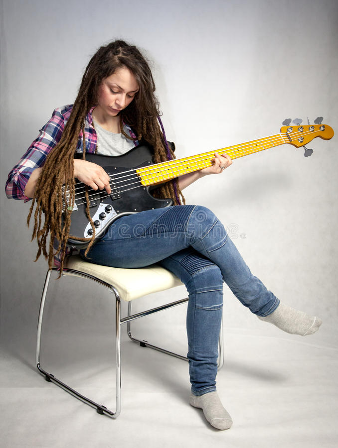 Κορίτσι με την κιθάρα στοκ φωτογραφίες
