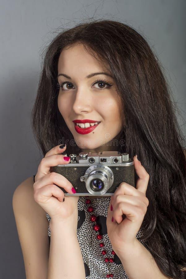 Κορίτσι με τη κάμερα στοκ φωτογραφίες με δικαίωμα ελεύθερης χρήσης