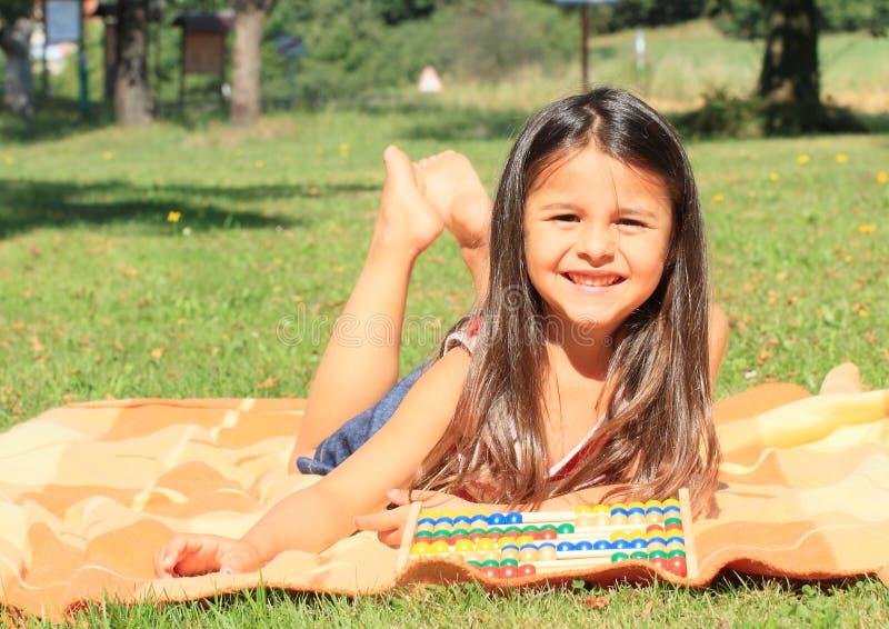 Κορίτσι με τον άβακα στοκ εικόνες