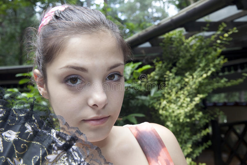 Κορίτσι με τον ανεμιστήρα στοκ εικόνα