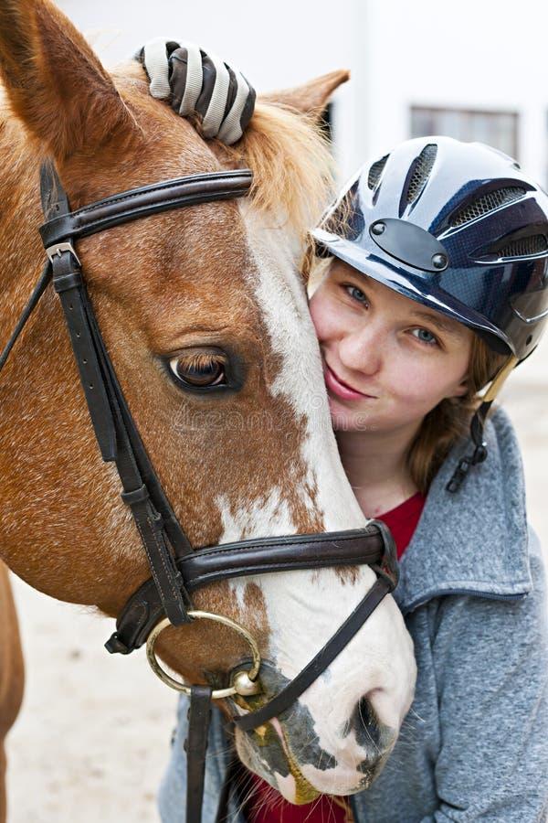 Κορίτσι με το άλογο στοκ εικόνα