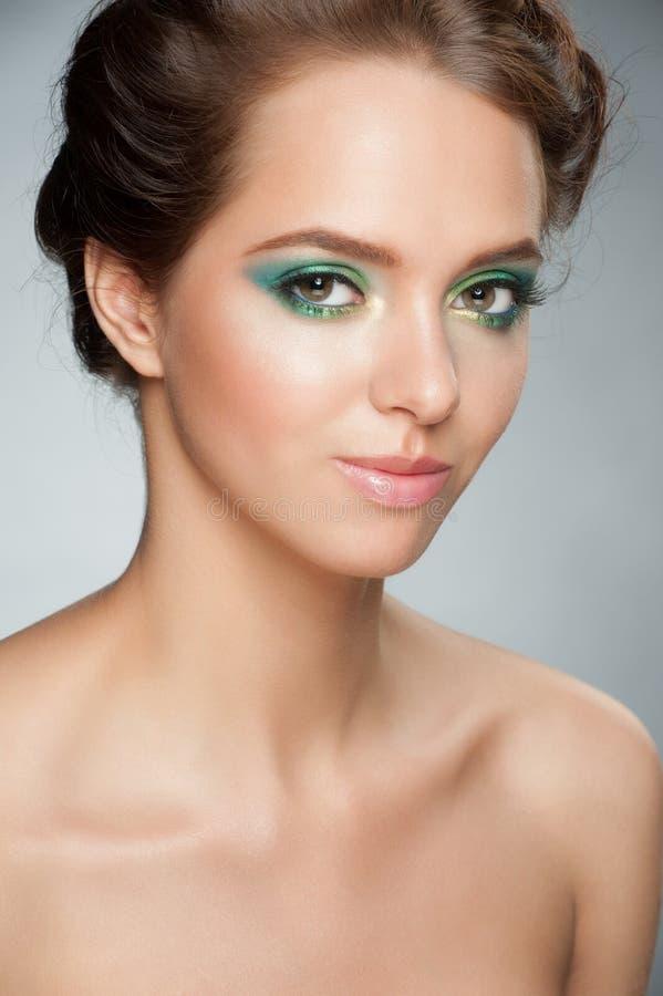 Κορίτσι με το ζωηρόχρωμο makeup στοκ φωτογραφία