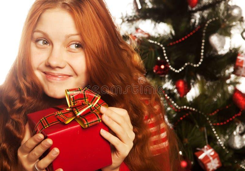 Κορίτσι με το κιβώτιο δώρων στοκ φωτογραφία με δικαίωμα ελεύθερης χρήσης