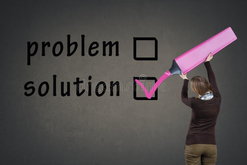 Κορίτσι με το μεγάλη πρόβλημα ή τη λύση ψηφοφορίας δεικτών στοκ φωτογραφίες