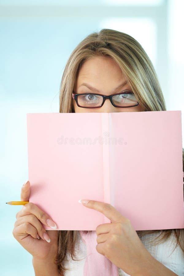 Κορίτσι με το μολύβι στοκ εικόνες με δικαίωμα ελεύθερης χρήσης