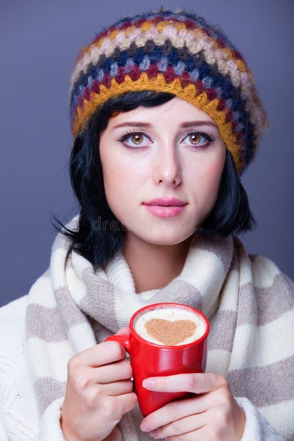 Κορίτσι με το φλυτζάνι. στοκ εικόνες