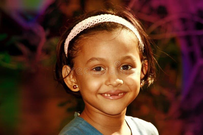 Κορίτσι με το χάσμα στα μπροστινά δόντια στοκ φωτογραφίες