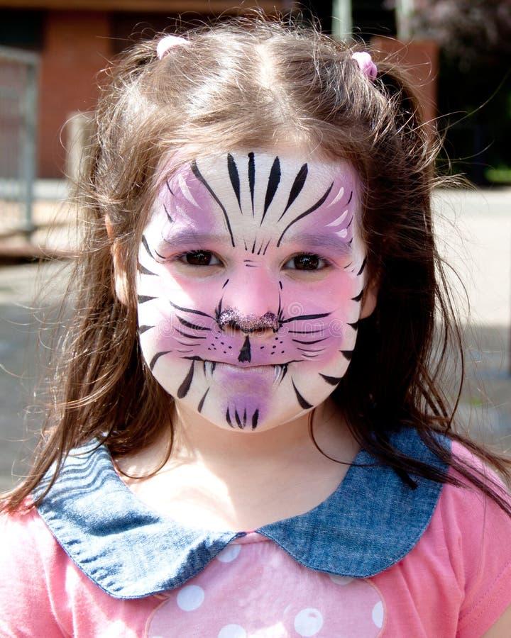 Κορίτσι με το χρώμα προσώπου στοκ φωτογραφίες με δικαίωμα ελεύθερης χρήσης