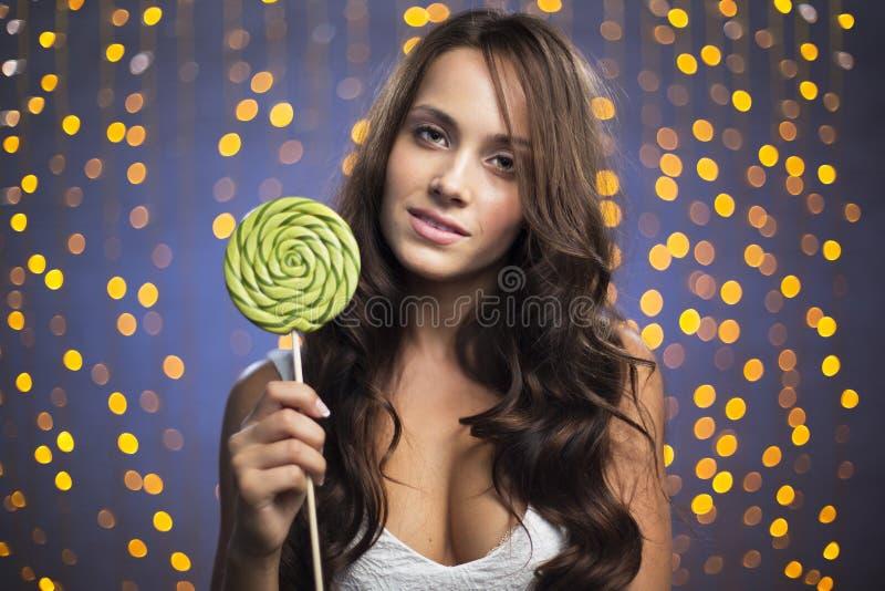 Κορίτσι με το lollipop στο κόμμα στοκ εικόνα