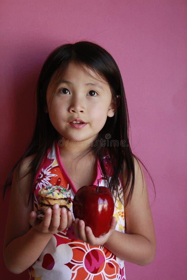 κορίτσι μπισκότων μήλων λίγ&a στοκ εικόνες με δικαίωμα ελεύθερης χρήσης