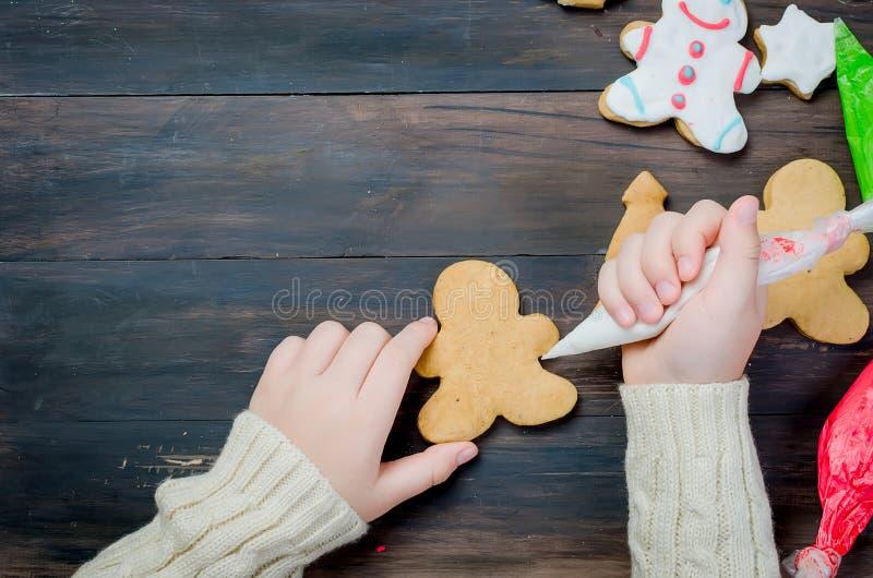 κορίτσι μπισκότων Χριστο&upsil στοκ εικόνα με δικαίωμα ελεύθερης χρήσης