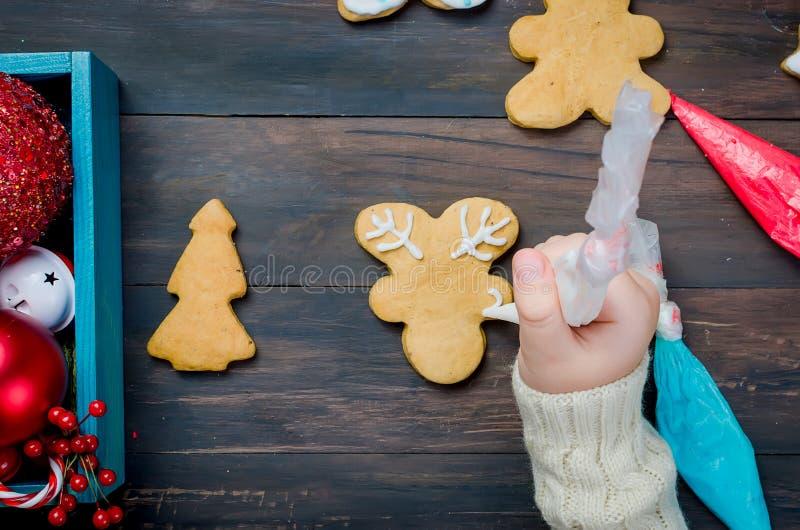 κορίτσι μπισκότων Χριστο&upsil στοκ εικόνες με δικαίωμα ελεύθερης χρήσης