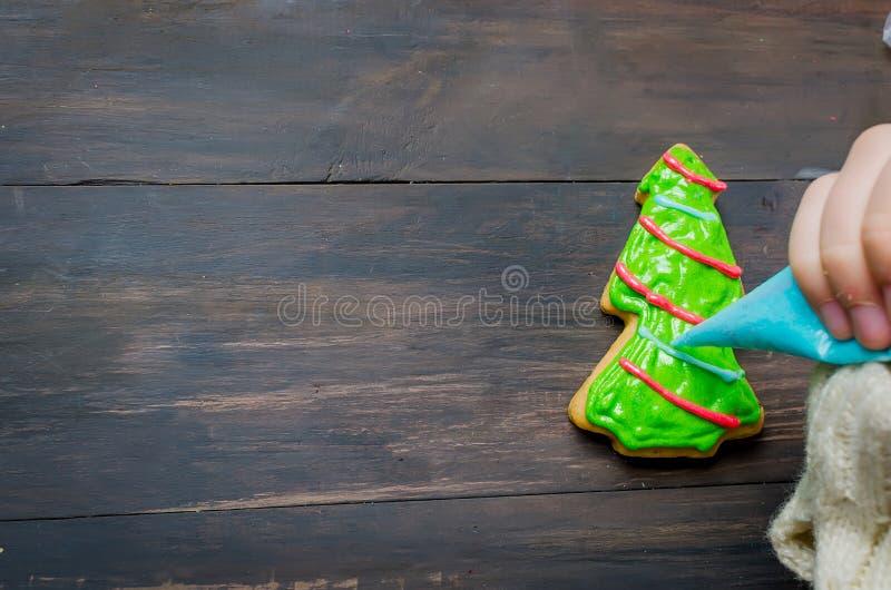 κορίτσι μπισκότων Χριστο&upsil στοκ φωτογραφία με δικαίωμα ελεύθερης χρήσης