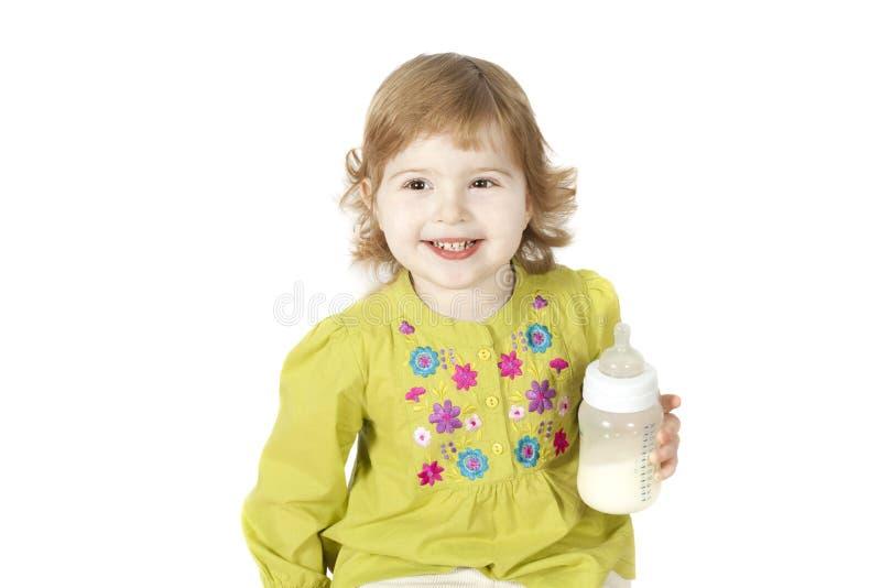 Download κορίτσι μπουκαλιών λίγο γάλα Στοκ Εικόνα - εικόνα από ομαλός, ανασκόπησης: 22790979
