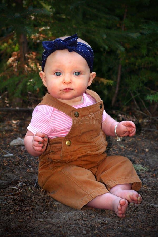 κορίτσι μπουκαλιών μωρών στοκ εικόνες με δικαίωμα ελεύθερης χρήσης