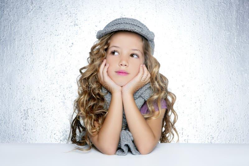 κορίτσι μόδας ΚΑΠ λίγο χε&i στοκ εικόνες με δικαίωμα ελεύθερης χρήσης
