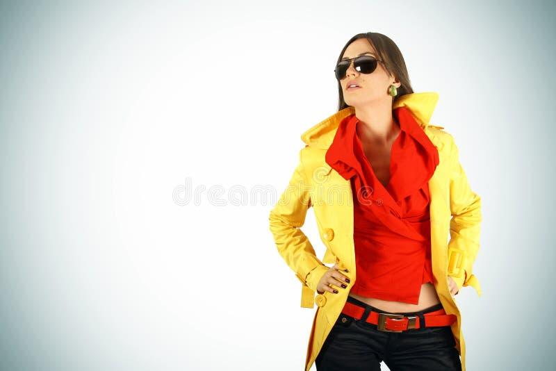 κορίτσι μόδας που θέτει τ&alp στοκ εικόνα