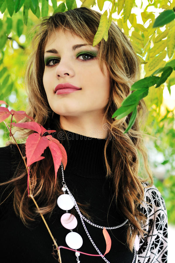κορίτσι μόδας φθινοπώρου στοκ εικόνες