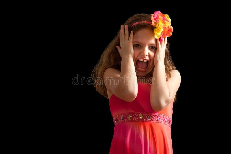 Κορίτσι να ενεργήσει φορεμάτων που φοβάται δονούμενο στοκ φωτογραφίες