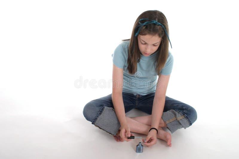 κορίτσι νυχιών αυτή που χρ&om στοκ φωτογραφίες