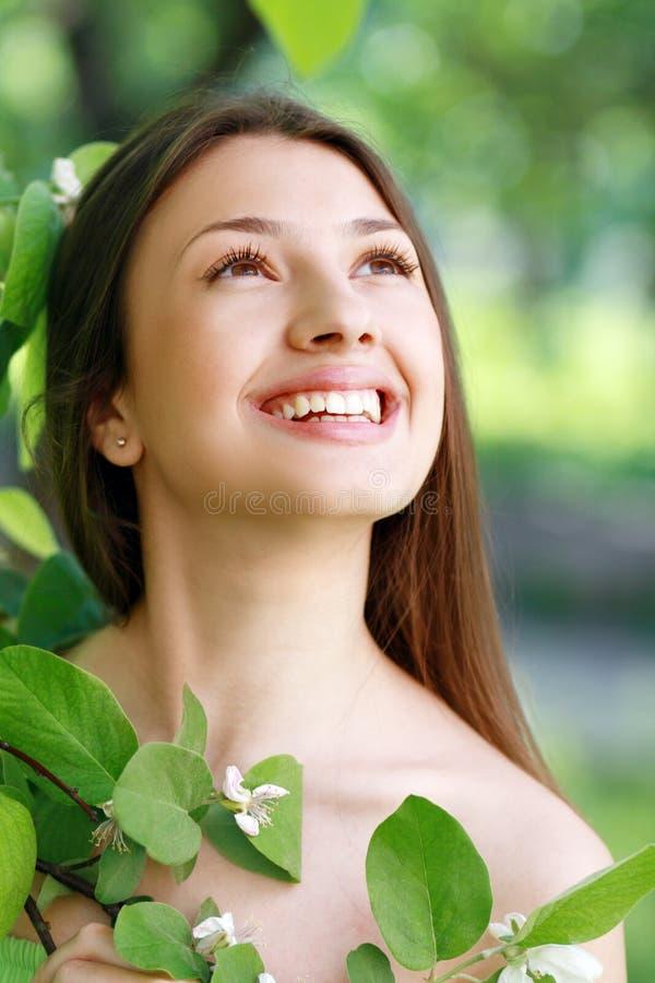 Κορίτσι ομορφιάς άνοιξη στοκ φωτογραφία