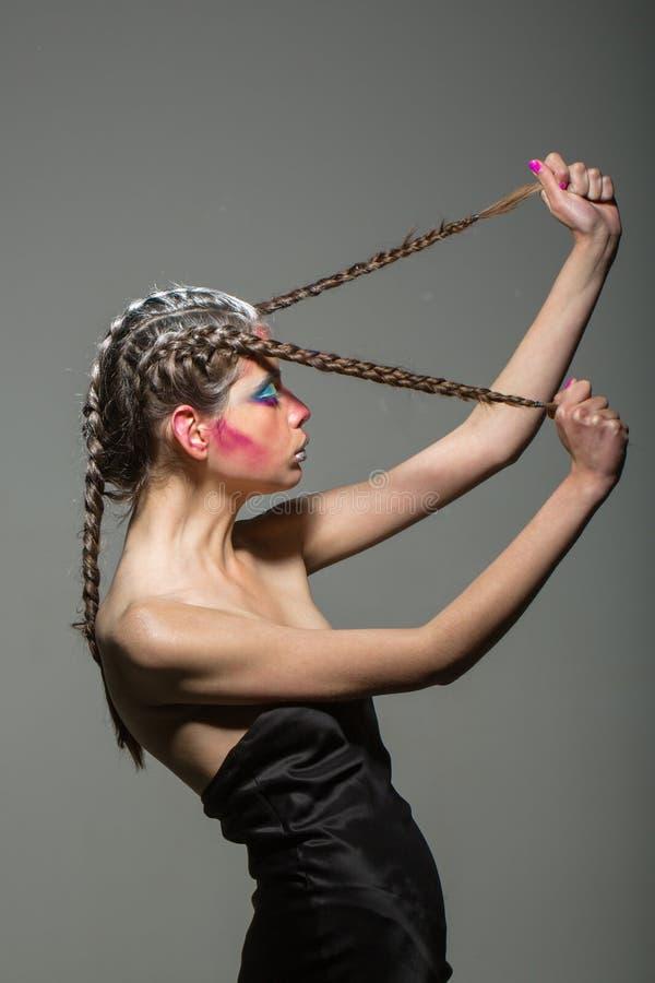 Κορίτσι ομορφιάς και μόδας Γυναίκα με το makeup και hairstyle, κομμωτής Καλλυντικά για το visage και skincare, barbershop στοκ εικόνα με δικαίωμα ελεύθερης χρήσης