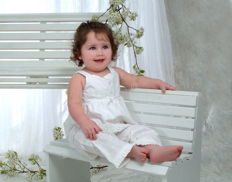 κορίτσι πάγκων μωρών στοκ εικόνες