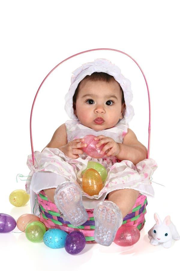 κορίτσι Πάσχας καλαθιών μωρών στοκ φωτογραφίες