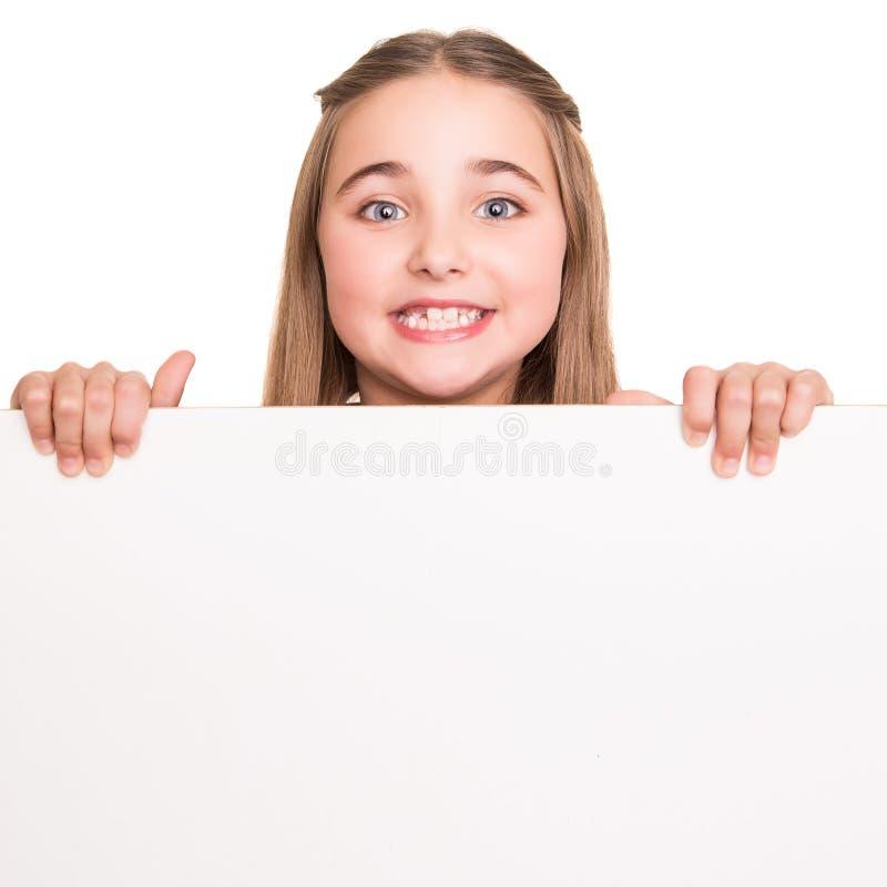 Κορίτσι πίσω από έναν λευκό πίνακα στοκ φωτογραφία με δικαίωμα ελεύθερης χρήσης