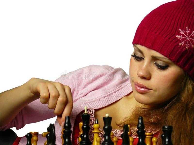 κορίτσι παιχνιδιών σκακι&omi στοκ φωτογραφίες
