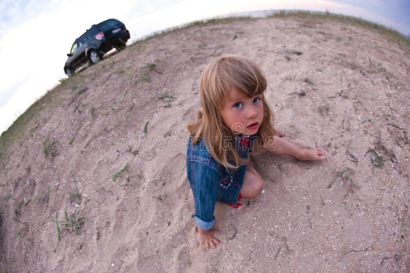 κορίτσι παραλιών λίγα στοκ φωτογραφίες
