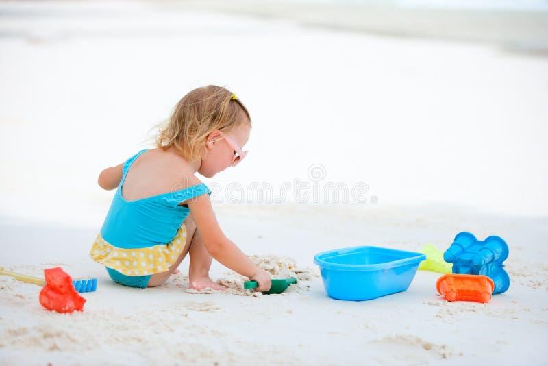 κορίτσι παραλιών λίγο παι&ch στοκ φωτογραφίες με δικαίωμα ελεύθερης χρήσης