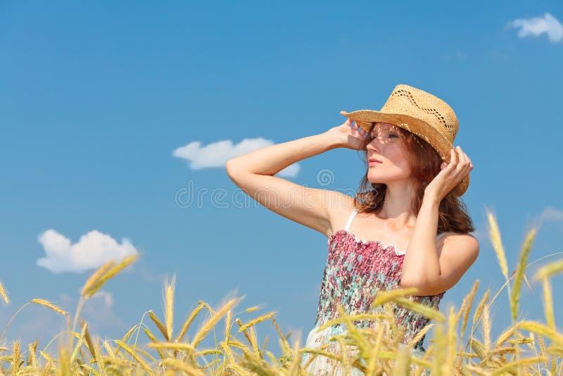κορίτσι πεδίων όμορφο στοκ φωτογραφία