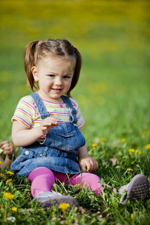 κορίτσι πεδίων στοκ φωτογραφία με δικαίωμα ελεύθερης χρήσης
