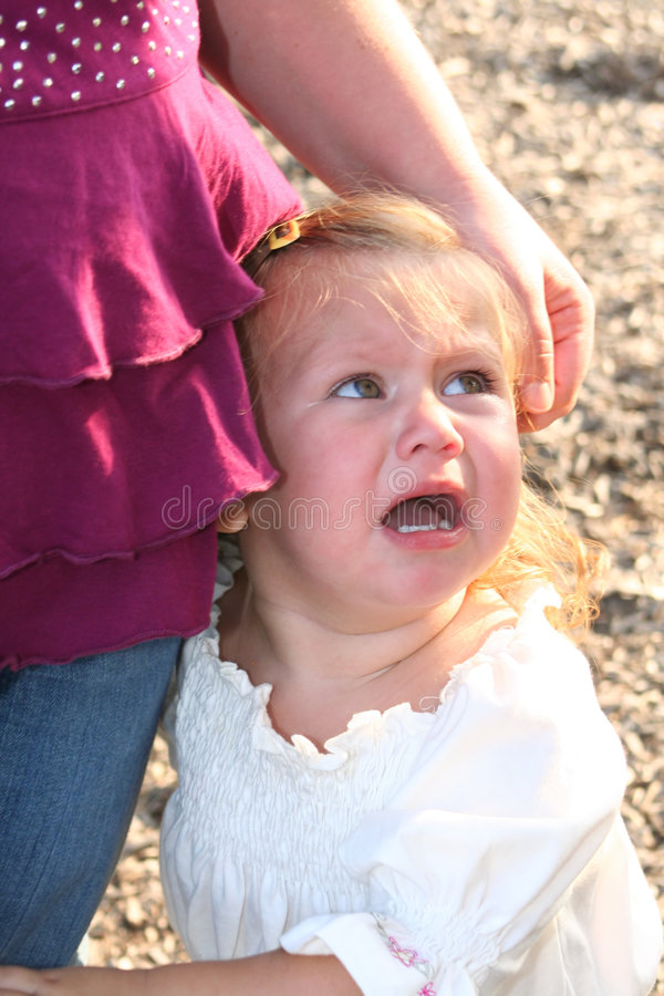 κορίτσι πληγωμένο λίγα στοκ εικόνες με δικαίωμα ελεύθερης χρήσης