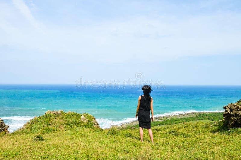Κορίτσι που έχει τη διασκέδαση στο πάρκο Longpan, Kenting, Ταϊβάν στοκ φωτογραφίες με δικαίωμα ελεύθερης χρήσης