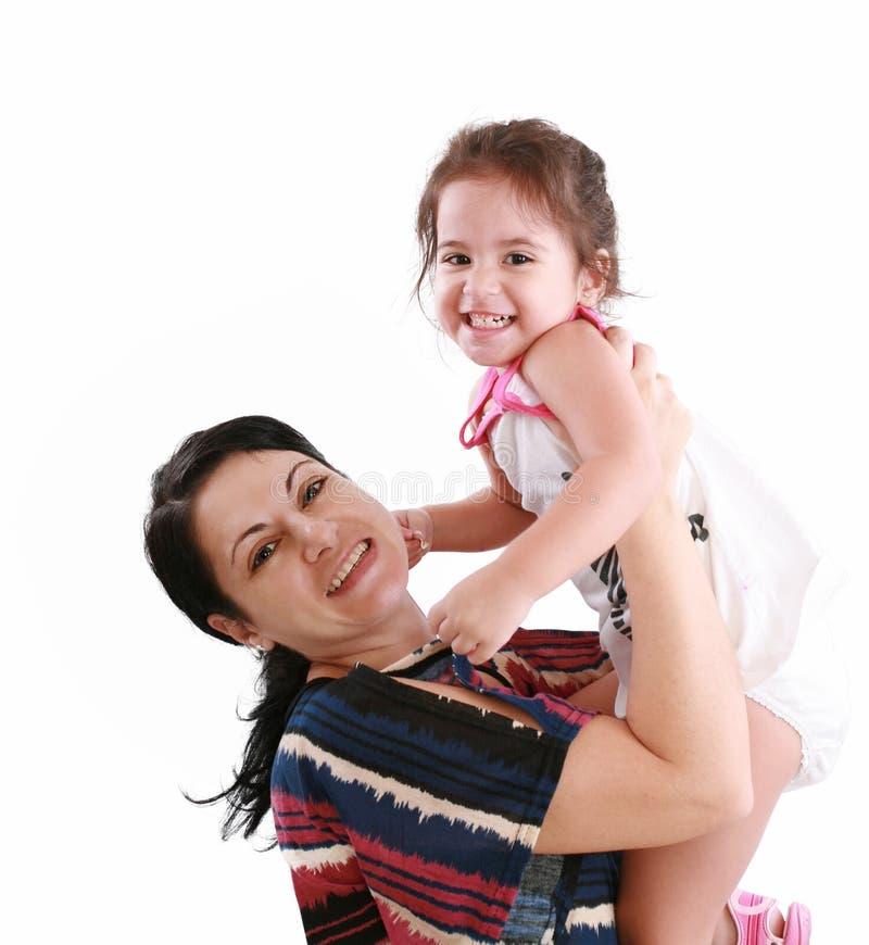 κορίτσι που αγκαλιάζει λίγη μητέρα στοκ εικόνες με δικαίωμα ελεύθερης χρήσης