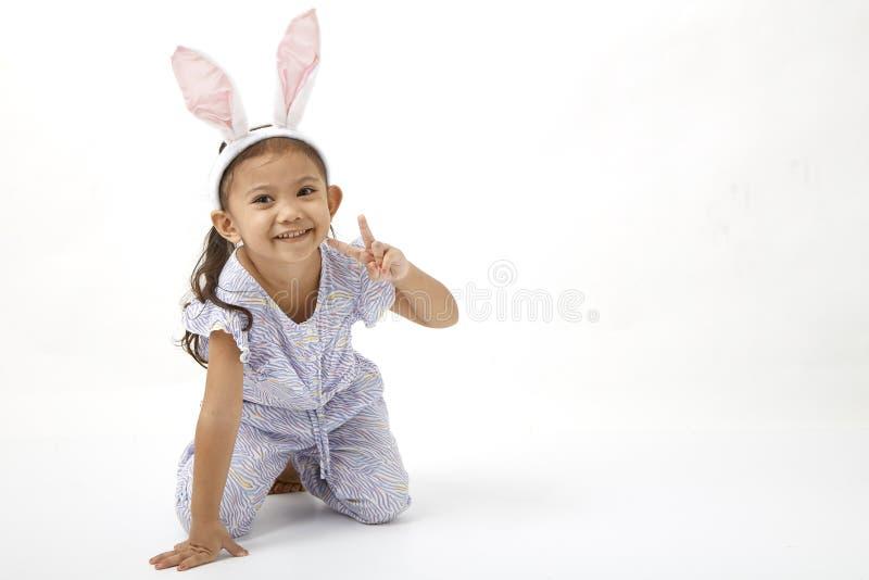 Κορίτσι που ενεργεί ως λίγη ημέρα Πάσχας στοκ φωτογραφία